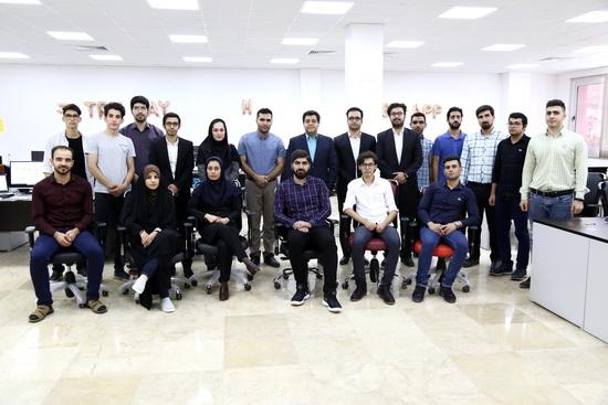 """گزارش تصویری / بازدید رییس اتاق بازرگانی لرستان از """"شرکت دانش بنیان کیو و گروه استارتاپی فینکس"""" در خرم آباد"""